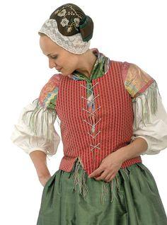 Folk dress from Uskela, Finland