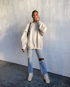 5 Everyday Shoes You'll Regret Not Buying, According to a Personal Stylist Basic Outfits, Mode Outfits, Cute Casual Outfits, Fashion Outfits, Travel Outfits, Fashion Weeks, Moda Aesthetic, Aesthetic Clothes, Sweatshirt Outfit