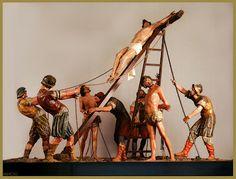 En 1604, recién culminada su primera participación en la penitencial, Francisco de Rincón atendió una petición de cofradía de la Sagrada Pasión de Cristo: el paso del Levantamiento, hoy conocido como la Elevación de la Cruz. En aquel taller junto al Esgueva, Francisco de Rincón fue dando forma durante dos años a las exigencias del contrato, que especificaba el tipo, tamaño y distribución de las figuras, el requisito de estar tallado en pino de Segovia y hasta la forma de las andas. Sin duda…