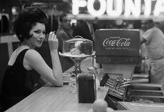 Soda Fountain, New York City, Joel Meyerowitz. Garry Winogrand, Robert Frank, Vintage Photographs, Vintage Photos, New York City, Style Année 60, Coca Cola Drink, Eugene Atget, Soda Fountain