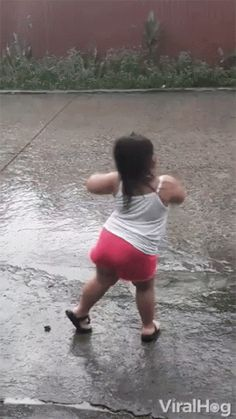 The perfect Dancing DancingInTheRain Dance Animated GIF for your conversation. Discover and Share the best GIFs on Tenor. Dance Gif, Dancing Animated Gif, Silly Pictures, Funny Animal Pictures, Funny Animals, Gif Pictures, Funny Baby Faces, Cute Funny Babies, Funny Baby Gif