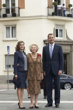 "King Felipe VI of Spain (R), Queen Letizia of Spain (L) and Princess Beatrice of Holland (C) attend the ""El Bosco"" 5th Centenary Anniversary Exhibition at the El Prado Museum on May 27, 2016 in Madrid, Spain."