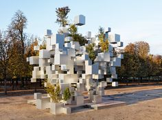 Japanese architect Sou Fujimoto was recently commissioned by Paris-based art gallery Philippe Gravier to produce this beautifully innovative installation Sou Fujimoto, Cubes, Art Et Architecture, Parametric Architecture, Classical Architecture, Jardin Des Tuileries, Artistic Installation, Roof Installation, Urban Furniture
