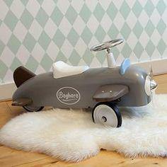 Loopauto Baghera op de babykamer mintgroen - Makeithome.nl