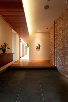 玄関 Japanese Home Design, Japanese Home Decor, Japanese Modern, Japanese Interior, Japanese House, House Entrance, Entrance Doors, Asian Architecture, Interior Architecture