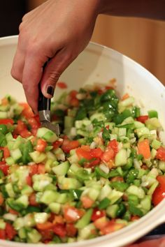 Spicy Cucumber Salsa (This is delicious! Jalapeno is sufficient. Also left out the dill.) No green peppers or cilantro for my taste, Red peppers & parsley instead. Cucumber Salsa, Cucumber Recipes, Salad Recipes, I Love Food, Good Food, Yummy Food, Tasty, Healthy Snacks, Healthy Eating