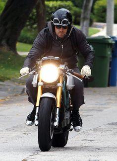 Ryan Reynolds Photos: Ryan Reynolds Heads Home On His Hot Rod