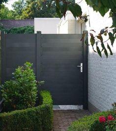 Aluminium poort/deur leverbaar in: RAL 7016 (grijs antraciet) structuurlak RAL 9016 wit RAL 9001 creme wit Outside Living, Gate Design, Front Garden, Fence Design, Home And Garden, Wood Gate, House Exterior, Front Yard