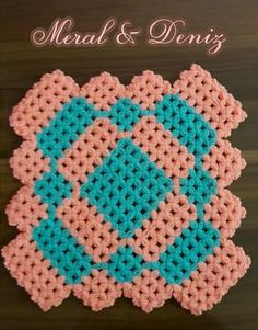 This Pin was discovered by ayş Crochet Art, Crochet Granny, Filet Crochet, Crochet Doilies, Crochet Patterns, Beaded Bracelet Patterns, Beaded Bracelets, Stitch, Blanket