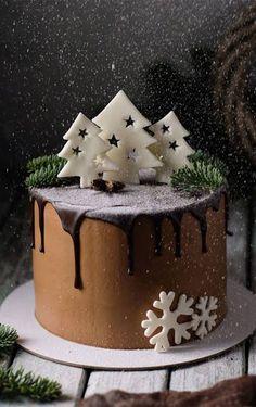 Christmas Cake Designs, Christmas Cake Decorations, Holiday Cakes, Christmas Dishes, Christmas Baking, Christmas Birthday Cake, Christmas Cakes, Winter Birthday, Chocolate Christmas Cake