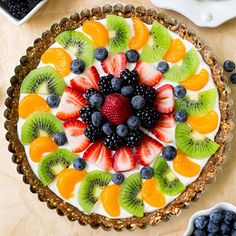 a recipe for a healthy, protein-packed, gluten free Greek yogurt fruit tart. It& so simple to throw together!Here& a recipe for a healthy, protein-packed, gluten free Greek yogurt fruit tart. It& so simple to throw together! Healthy Fruits, Healthy Sweets, Healthy Protein, Healthy Fruit Tart Recipe, Healthy Yogurt, Healthy Smoothies, Smoothie Recipes, Tart Recipes, Dessert Recipes