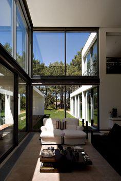 Casa Do Lago by Frederico Valsassina Architects / Aroeira, Portugal