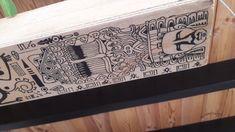 Motif aztèque sur caisse en bois