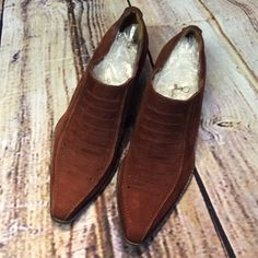 SZ 6 VIA SPIGA CINNAMON SUEDE BOOTIES Beautiful cinnamon colored suede booties in gently used condition with a leather sole. Via Spiga Shoes Ankle Boots & Booties