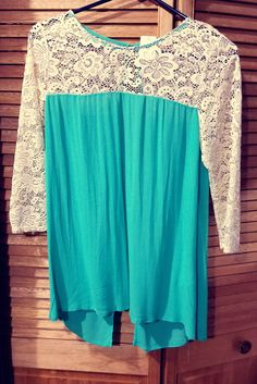 3/4 TURQUOISE SLEEVE BLOUSE WITH LACE DETAIL