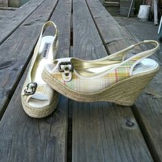 """STEVE MADDEN CABEL espadrille wedges 8M LIKE NEW CONDITION! Plaid peep toe with buckle detail wedges. Super comfy and show no signs of wear. Like new condition worn once. Heel is 3 3/4"""" with a 1"""" platform Steve Madden Shoes Espadrilles"""