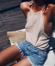 Golden tans ✨BB Tanning & Body Oil is so much more than just a natural tanning oil. It can be used as a daily moisturiser to keep your skin glowing & hydrated, no matter the season ✨ SHOP NOW, CLICK THE LINK IN OUR BIO!  Babe @lornaluxe #balibody