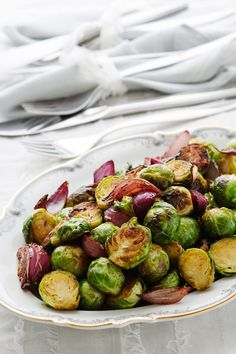 Creamy Garlic Parmesan Brussels Sprouts With Bacon Cafe . Home and Family Dairy Free Recipes, Keto Recipes, Healthy Recipes, Keto Foods, Potluck Recipes, Salad Recipes, Pan Cetogénico, Sprout Recipes, Onion Recipes