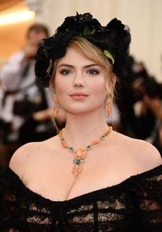 Pin for Later: Stunning Beauty Looks From the 2014 Met Gala Kate Upton Kate channeled a touch of Frida Kahlo style with this dark flower arrangement as a headpiece.