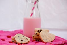 chocolate chip shortbread cookies recipe #eggfree #cookies Egg Free Desserts, No Bake Desserts, Yummy Treats, Delicious Desserts, Cake Oven, Chocolate Chip Shortbread Cookies, Valentines Sweets, Heart Cookies, So Little Time