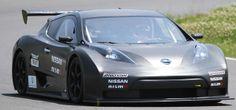 日産自動車の電気自動車(EV)「リーフ」をベースにしたレース専用モデル「NISSAN LEAF NISMO RC」の走行テストが、千葉県の「袖ケ浦フォレストレースウェイ」で公開された。リーフのモーターやバッテリーなどをそのまま使用、搭載位置を変更して運動性能を向上。カーボン製ボディーの採用で、重量も約600キロ軽くした。最高速は時速150キロ。動力系がモーターのため、通常のレーシングカーに比べ、走行音は格段に静かだ。金属音と風切り音を残し、1周約2.4キロのコースを1分17秒台で駆け抜けた(2011年06月06日) 【撮影=堀尾晃宏】  ▼26Jun2011時事通信|レーシングEV プレミアム写真館 2011年06月 http://www.jiji.com/jc/pp?d=pp_2011&p=201106-photo241 #Nissan_Leaf_Nismo_RC