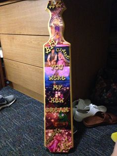 My tangled theme little paddle :))) thanks big! Phi Chi Theta, Alpha Delta Kappa, Phi Sigma Sigma, Kappa Delta, Sorority Paddles, Sorority Crafts, Disney Sorority, Sorority Life, Greek Paddles