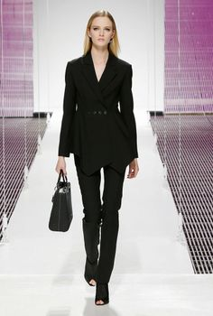 / Cruise 2015 Ready-To-Wear Fashion show / Ready-to-wear / Woman / Dior official website Corporate Chic, Cruise Collection, French Fashion, Spring Summer Fashion, Summer 2015, Fashion Show, Fashion 2015, Christian Dior, Ready To Wear