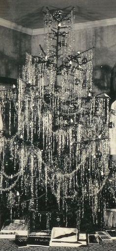 1940 Tinseled Tree