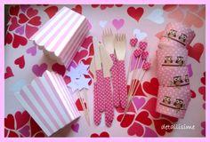 Lote en rosa para un cumpleaños: tarrinas rosas con topitos y búhos. Cubiertos de madera decorados en rosa con topitos. Palillos de madera con corazones también en rosa con topitos. Tarrinas para palomitas en rayas rosas y blancas pedidos: detallisime@yahoo.es