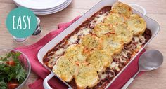 Bolognaise with Garlic Bread Topping Beef Dishes, Pasta Dishes, Best Italian Recipes, Favorite Recipes, Tomato Pasta Sauce, Cheesy Garlic Bread, Yummy Food, Tasty, Cooking Recipes