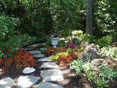 Stepping stones used to create a meandering pathway through a woodland garden. Brick Garden, Gravel Garden, Garden Landscaping, Garden Path, Small Space Gardening, Garden Spaces, Garden Beds, Beautiful Landscapes, Beautiful Gardens