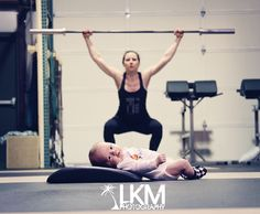 #crossfit mom #newbornphotography #lkm-photography.com Newborn Pictures, Baby Pictures, Baby Photos, Family Photos, Newborn Pics, Mommy Workout, Pregnancy Workout, Fit Pregnancy, Crossfit Baby