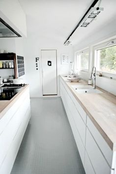Scandinavian simple kitchen design - wood and white color