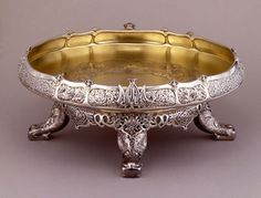 Ice cream dish, by Tiffany & Co. Wrought silver and gilt. NYHS Object Number // Ani J Vintage Silver, Antique Silver, Silver Pooja Items, Pooja Room Door Design, Silver Lamp, Silver Ornaments, Gold Pendant, Metal Art, Silver Jewelry