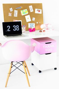34 DIY Home Office Furniture and Decor Projects – home office organization files Diy Home Office Furniture, Diy Home Decor, Furniture Decor, Furniture Makeover, Home Office Organization, Organizing Your Home, Organized Office, Organization Station, Organizing Ideas