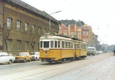 1970-1985. Újpest, Árpád út. A képen (a háttérben) egyRobur. Ezen Robur mellett van ma a Burger king. Tehát, ha összeszorozzuk a teret az idővel, akkor itt van nekünk a ROBUR-GER-KING.De van itt még nekünk Lada,Polski Fiat, 10-es villamos, Trabant, Ford Taunus 20M,kockakő, ostorlámpa és még egy derék járdasziget is.