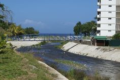 Camuri Grande. Puente Peatonal.