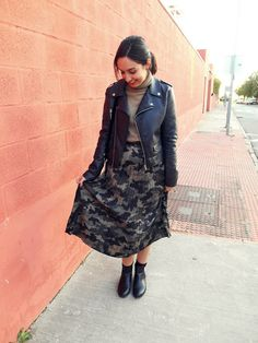 @cris_casual : Blogger, Fashion, look, outfit, girl, inspiration, winter, camouflage midi skirt, black biker, black boots