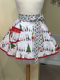Sexy Whoville Grinch Pin Up Half Apron - Awesome Holiday Gift! The Grinch Movie, Baking Apron, Bridal Shower, Baby Shower, Shower Accessories, Half Apron, Aprons Vintage, Full Circle Skirts, Extra Fabric