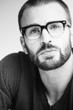 Beard, glasses, V-neck, and a thoughtful gaze. Chris Evans, you are a beautiful man. Moustaches, Raining Men, Mens Glasses, Nice Glasses, Glasses Style, Man Crush, Bearded Men, Beautiful Men, Hello Gorgeous