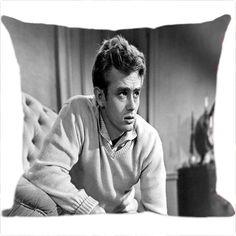 Decore sua sala e assista aos filmes preferidos do ator James Dean no seu sofá! Com a Almofada James Dean da Luisa Decor sua casa ficará linda, moderna e com bom gosto. www.luisadecor.com.br