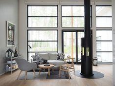 Takka keskellä asuntoa Home Fashion, Scandinavian Interior, Home Projects, Interior Styling, Home And Living, Restoration, Windows, Lighting, House Styles