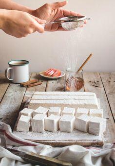 Banana Marshmallow Recipe, Marshmallow Slice, Recipes With Marshmallows, Homemade Marshmallows, Homemade Candies, Winter Desserts, Just Desserts, Christmas Drinks, Christmas Recipes