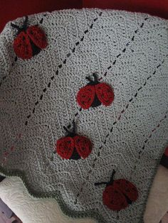 Ladybug baby blanket. Anyone want to make this for me! :-)