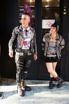 Punks Punk Mohawk, Afro Punk, Punk Goth, Punk Rock Outfits, Punk Rock Fashion, Estilo Punk Rock, Punk Patches, Misfit Toys, Mohawks