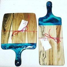 How cool are these resin dipped cheese boards by @alyshareneedesigns we think…