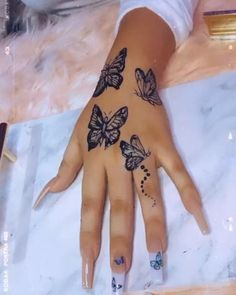 Badass Tattoos, Sexy Tattoos, Body Art Tattoos, Neck Tattoos Women, Hand Tattoos For Women, Tatoos, Girl Sleeve Tattoos, Henna Tattoo Sleeve, Thigh Tattoo Quotes