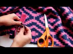 Baby Knitting Patterns combine 4 different ways to tie a fleece blanket Fleece Blanket Edging, Knot Blanket, Fleece Tie Blankets, No Sew Blankets, Weighted Blanket, Fleece Hats, Fleece Projects, Easy Sewing Projects, Sewing Ideas