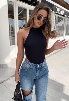 great outfit with rips : black high neck top and bag. Casual Look. Casual Outfits, Cute Outfits, Fashion Outfits, Womens Fashion, Fashion Trends, Dress Casual, Fresh Outfits, Spring Summer Fashion, Spring Outfits