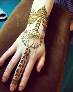 Here are the best easy and simple mehndi design, that is designed by experts and experienced Mehndi Artist. Simple Mehndi Designs Images, Mehndi Design Pictures, Henna Designs Easy, Henna Tattoo Designs, Mehndi Designs For Hands, Mehandi Designs, Tattoo Ideas, Henna Mehndi, Henna Art